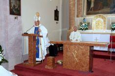 Konsekrácia nového obetného stola a kazateľnice